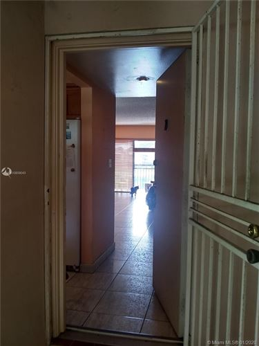 Photo of Listing MLS a10809043 in 510 W Park Dr #201-3 Miami FL 33172