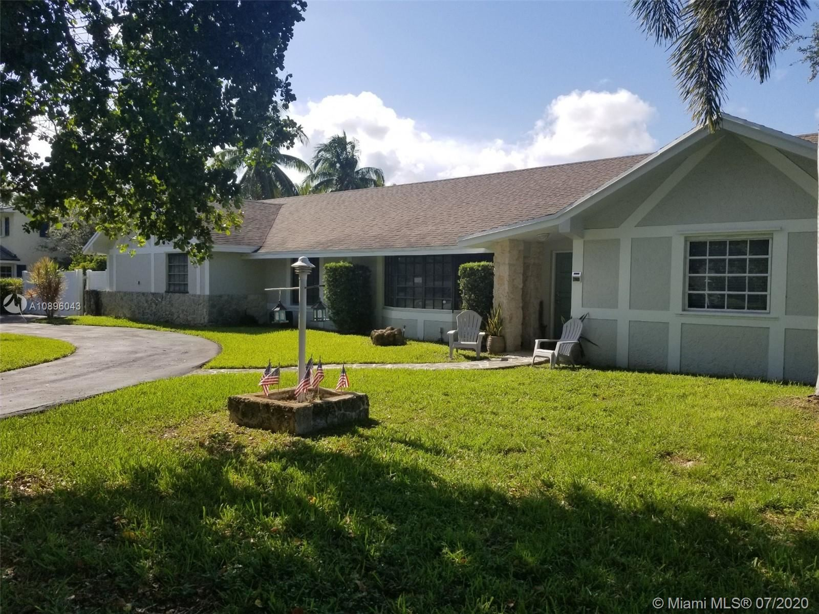 7521 SW 176th St, Palmetto Bay, FL 33157 - #: A10896043