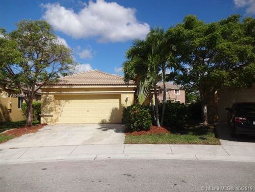 Photo of 1019 Bamboo Ln, Weston, FL 33327 (MLS # A10496044)