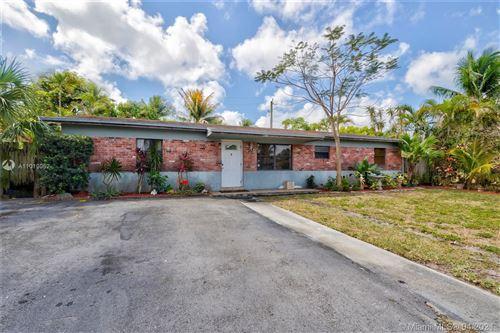 Photo of 1040 SW 14th St, Deerfield Beach, FL 33441 (MLS # A11019052)