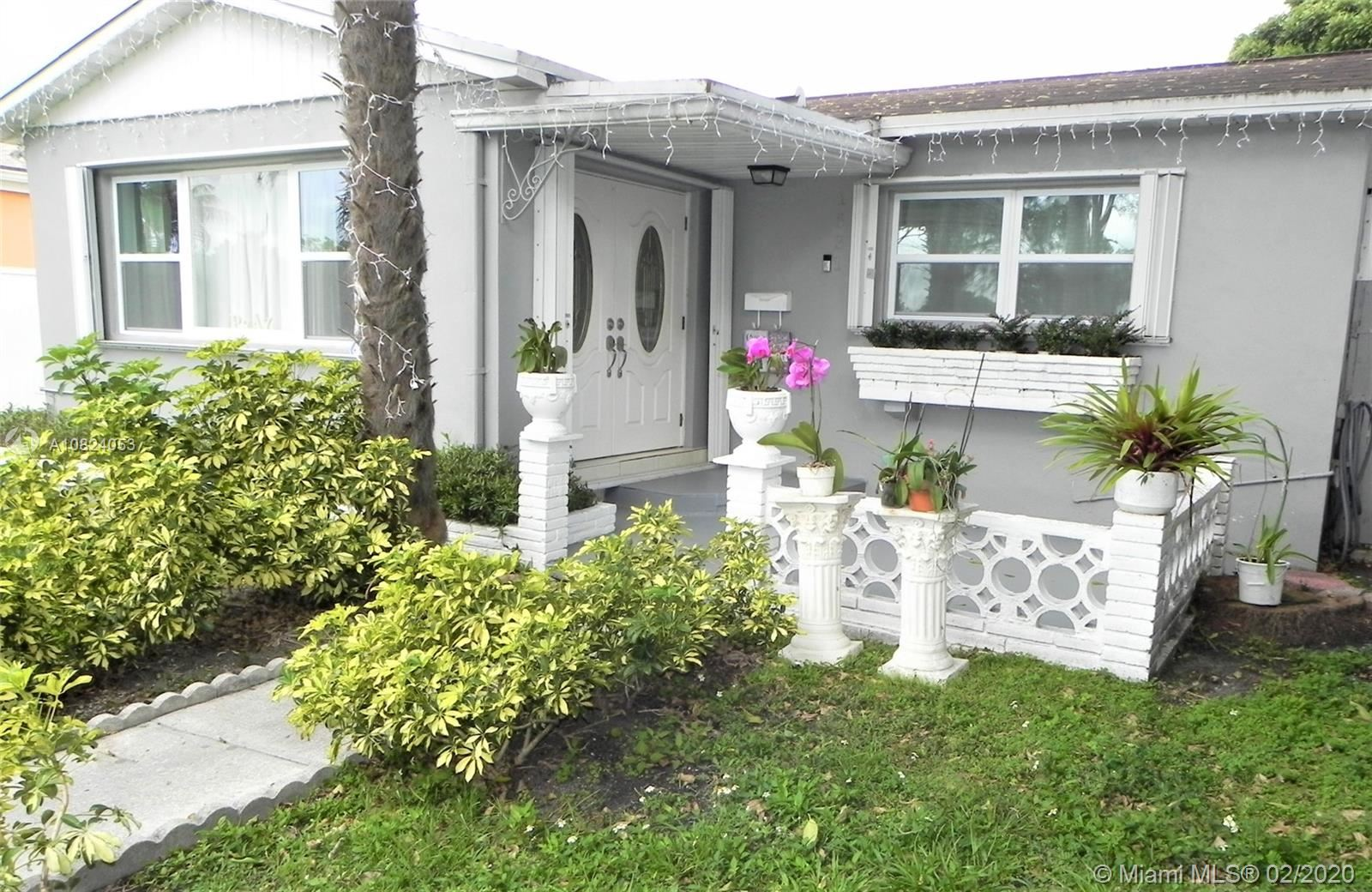 Photo 2 of Listing MLS a10824053 in 1531 Johnson St Hollywood FL 33020