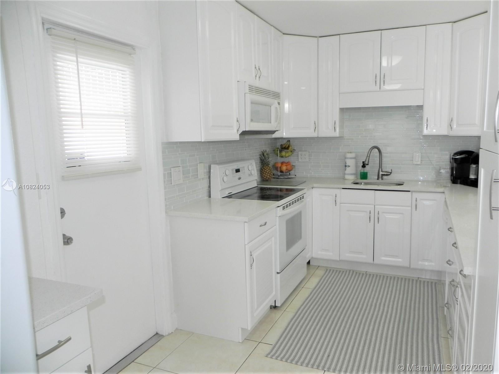 Photo 3 of Listing MLS a10824053 in 1531 Johnson St Hollywood FL 33020