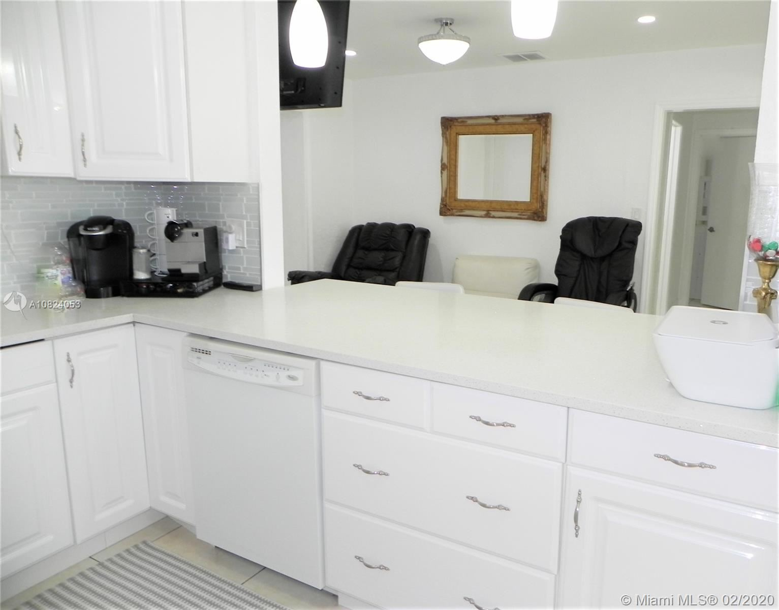 Photo 4 of Listing MLS a10824053 in 1531 Johnson St Hollywood FL 33020