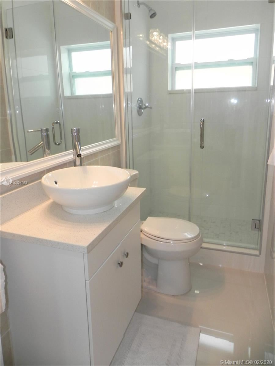 Photo 9 of Listing MLS a10824053 in 1531 Johnson St Hollywood FL 33020
