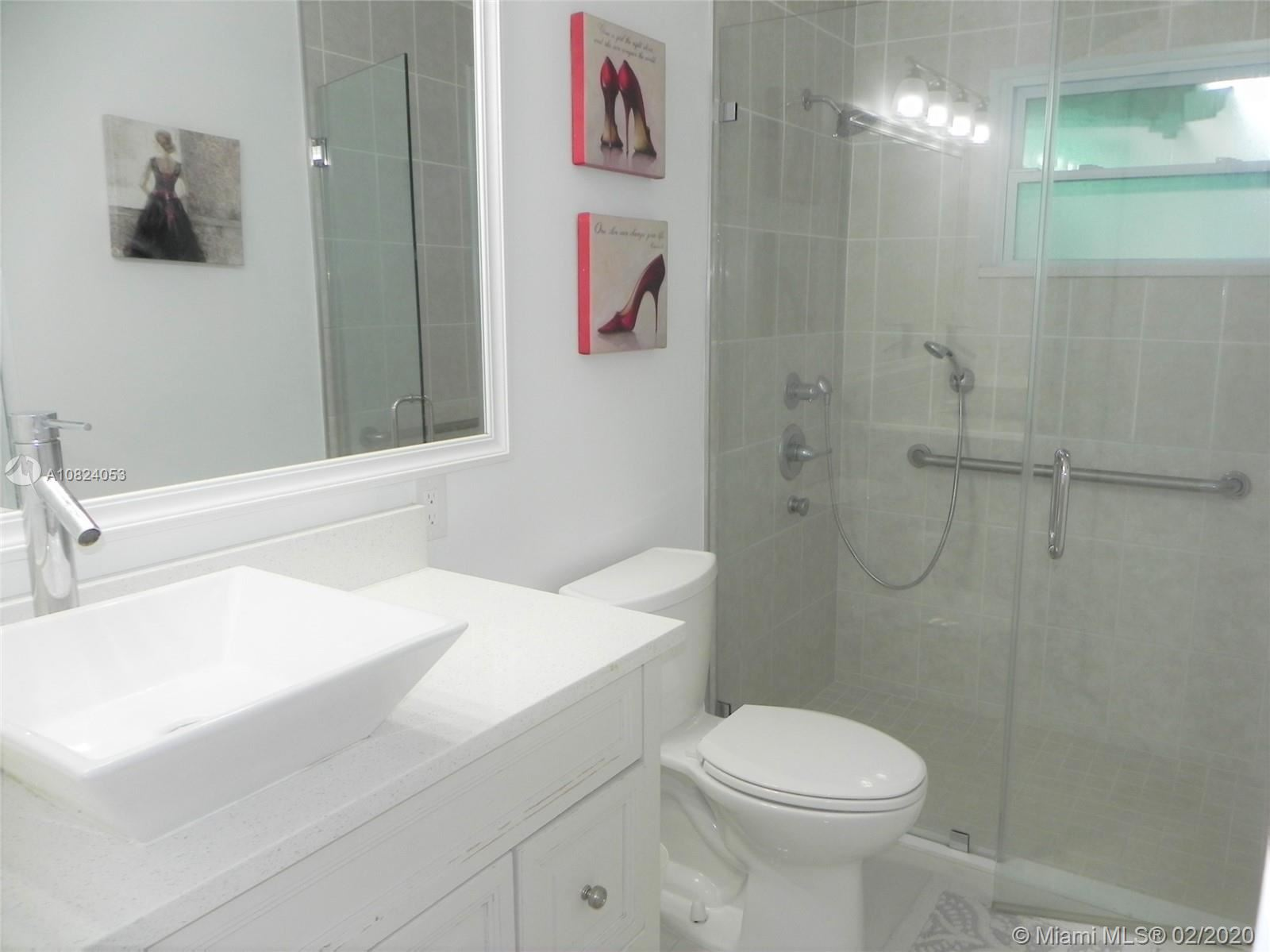 Photo 12 of Listing MLS a10824053 in 1531 Johnson St Hollywood FL 33020