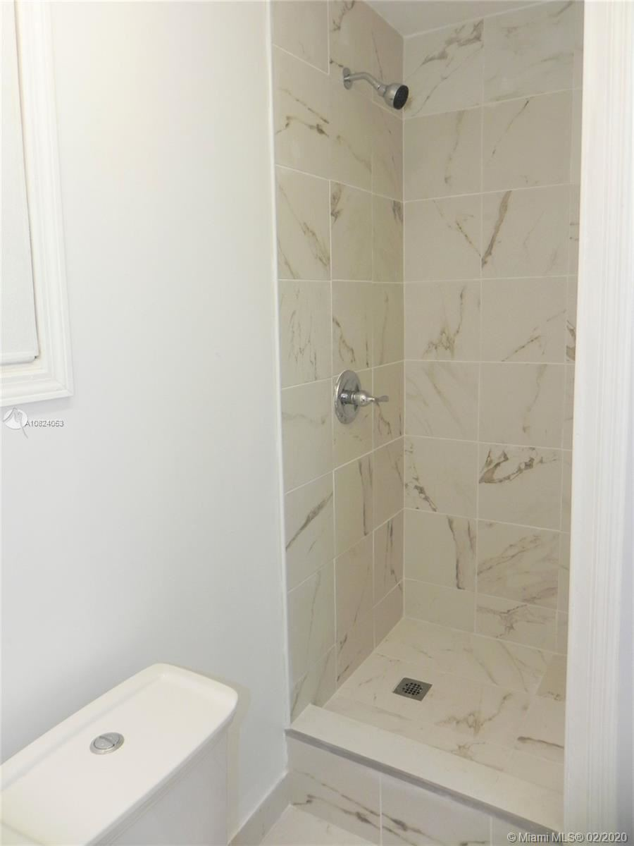 Photo 18 of Listing MLS a10824053 in 1531 Johnson St Hollywood FL 33020