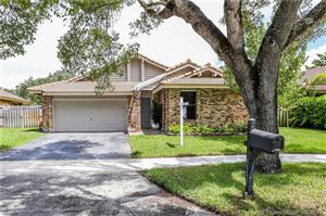 Photo of Listing MLS a10717054 in 3335 E Point Dr Cooper City FL 33026