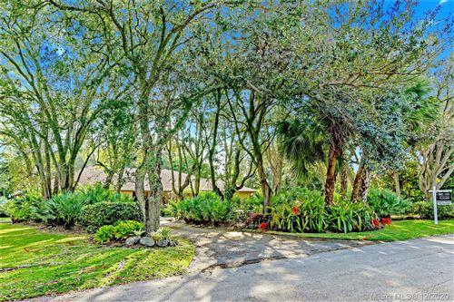 Photo of 9440 SW 114th St, Miami, FL 33176 (MLS # A10954054)