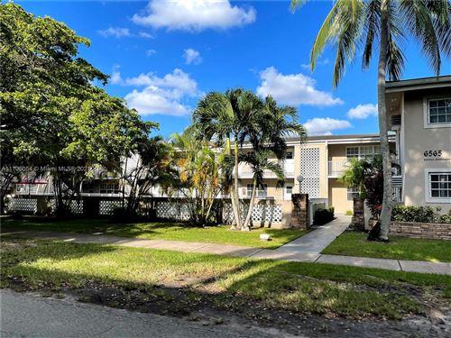 Photo of 6565 Santona St #B3, Coral Gables, FL 33146 (MLS # A11106054)