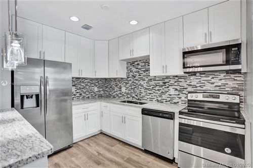 Photo of Listing MLS a10808056 in 511 E Evanston Cir Fort Lauderdale FL 33312