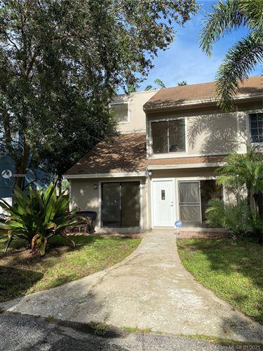 Photo of 9215 Green Meadows Way, Palm Beach Gardens, FL 33418 (MLS # A10925056)