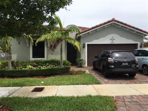 Foto de inmueble con direccion 15415 SW 173rd St Miami FL 33187 con MLS A10910059