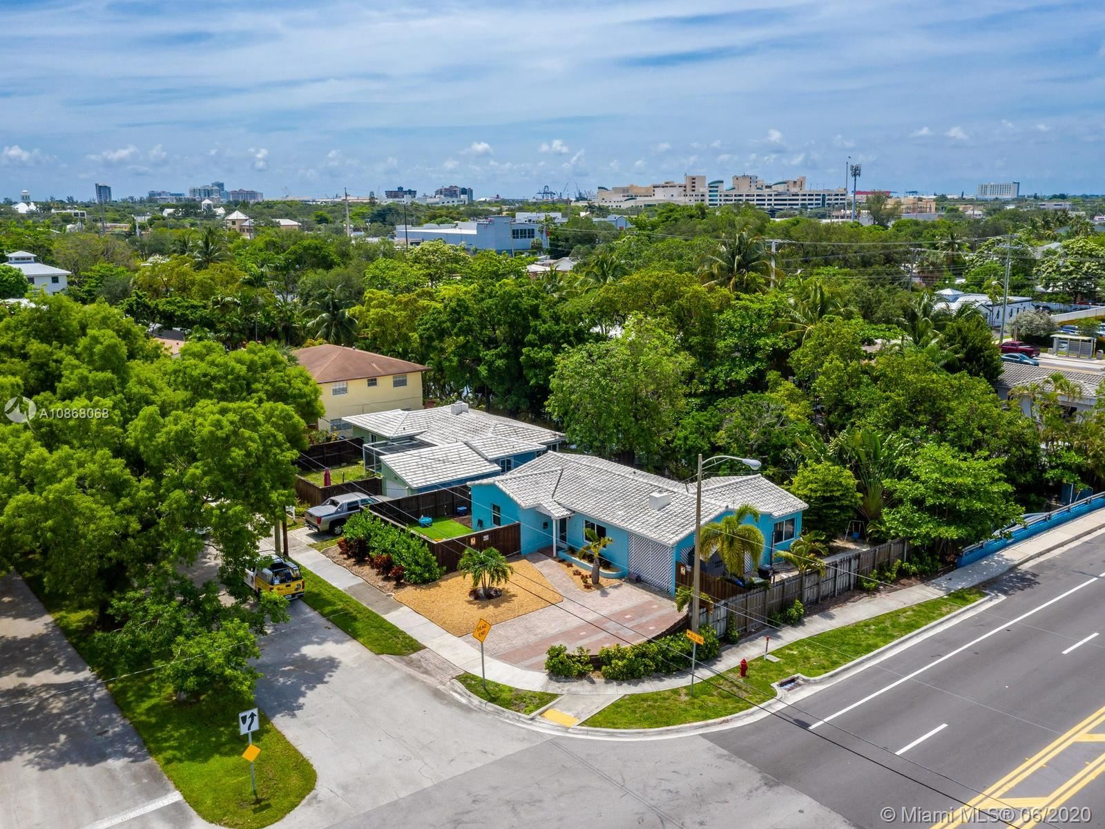 Photo of 320 SW 11th Ct, Fort Lauderdale, FL 33315 (MLS # A10868068)