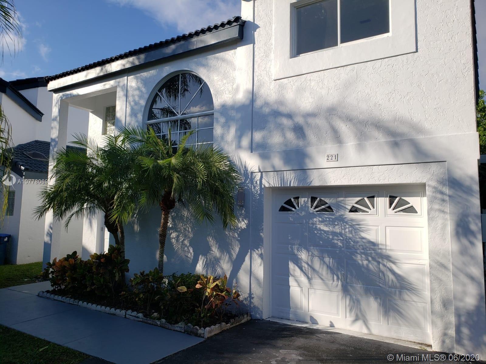 221 NE 212th St, Miami, FL 33179 - MLS#: A10778069