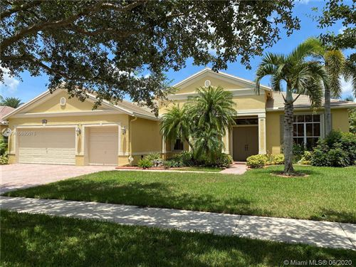 Foto de inmueble con direccion 4886 Tropicana Ave Cooper City FL 33330 con MLS A10880075