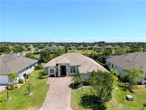 Photo of 703 SW Fortunella Cir SW, Vero Beach, FL 32968 (MLS # A11026076)