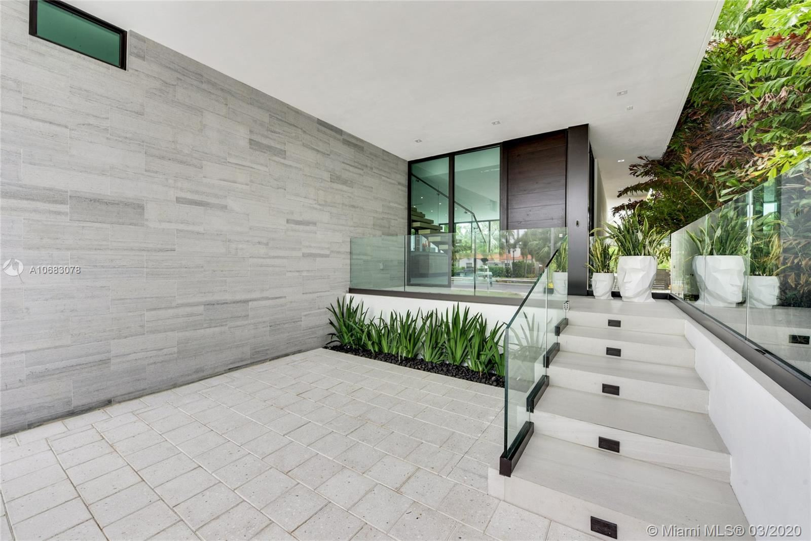 Photo 6 of Listing MLS a10683078 in 272 Palm Ave Miami Beach FL 33139