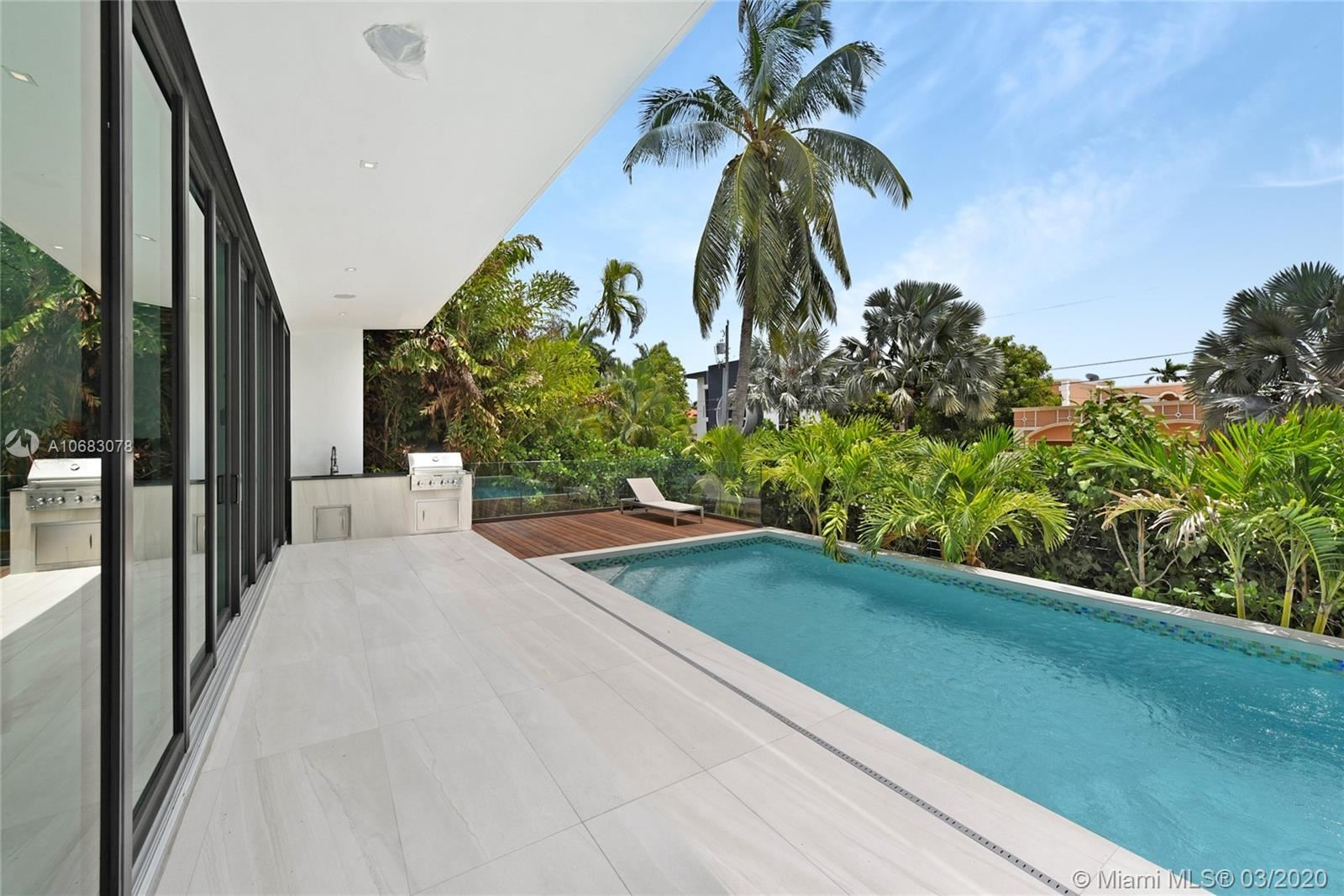 Photo 13 of Listing MLS a10683078 in 272 Palm Ave Miami Beach FL 33139