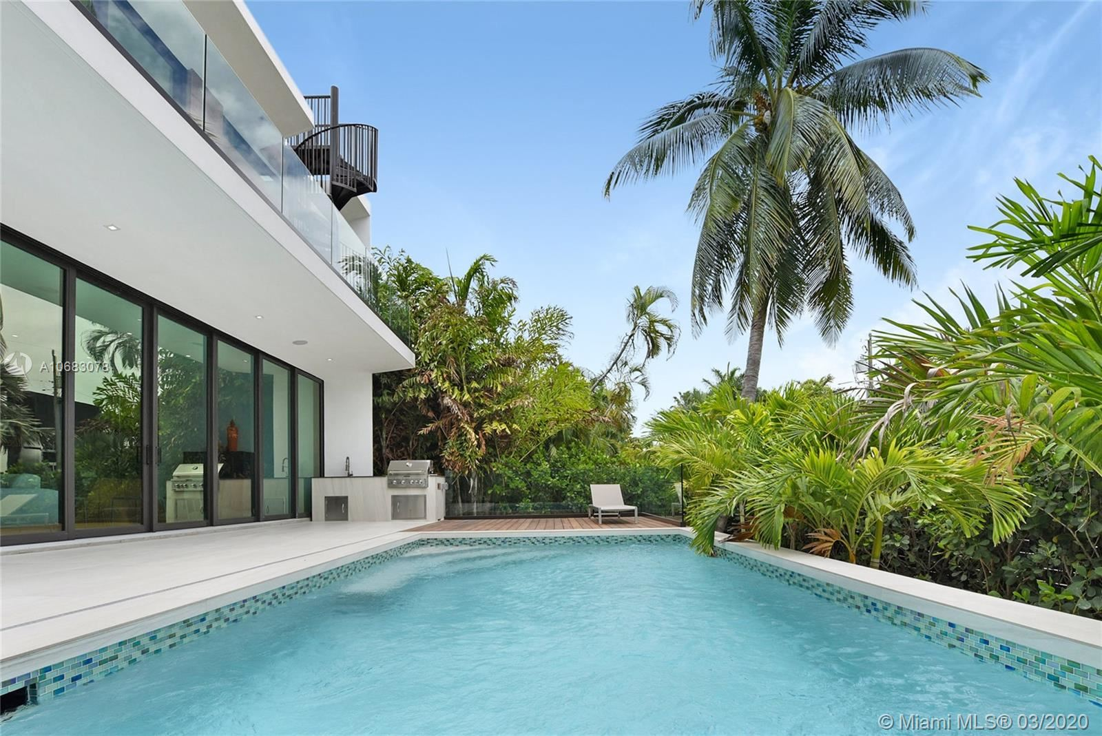 Photo 14 of Listing MLS a10683078 in 272 Palm Ave Miami Beach FL 33139