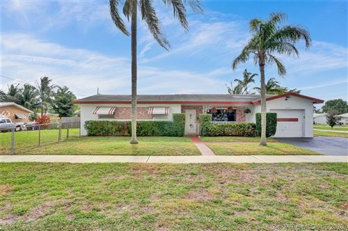 Photo of Listing MLS a10859079 in 4528 Lincoln St Hollywood FL 33021