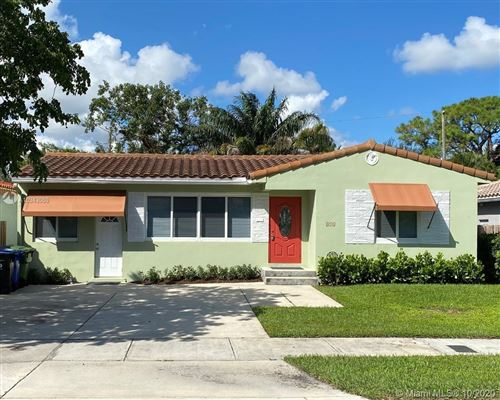 Photo of 813 SE 11th Ct, Fort Lauderdale, FL 33316 (MLS # A10943080)