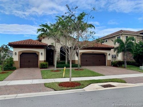 Photo of 8791 Lakeview Dr, Parkland, FL 33076 (MLS # A10847086)