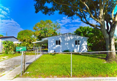 Photo of Listing MLS a10880086 in 1530 N 70th Ave Hollywood FL 33024