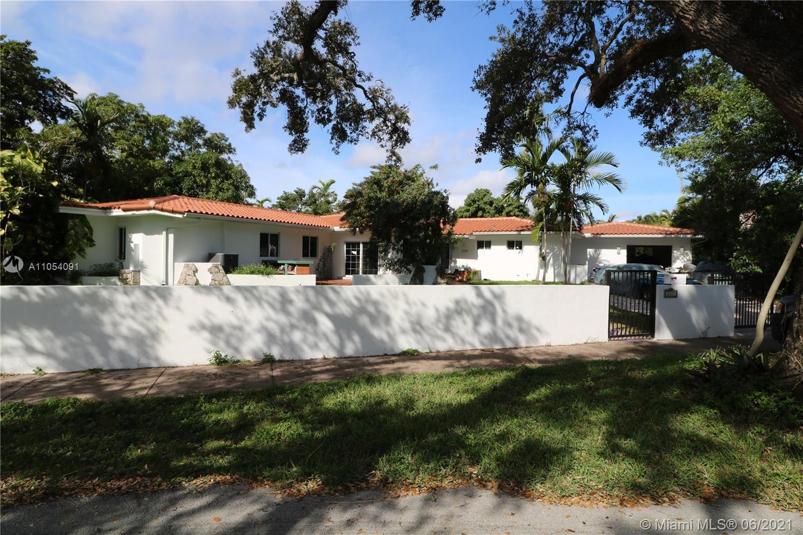 2310 Country Club Prado, Coral Gables, FL 33134 - #: A11054091