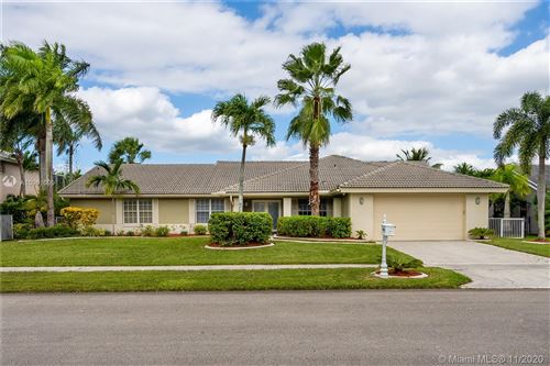 Photo of 19461 NW 8th St, Pembroke Pines, FL 33029 (MLS # A10961099)
