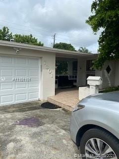 Photo of 7301 Fairway Blvd, Miramar, FL 33023 (MLS # A11101101)
