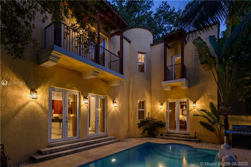 Photo of 417 Amalfi Ave, Coral Gables, FL 33146 (MLS # A10823103)