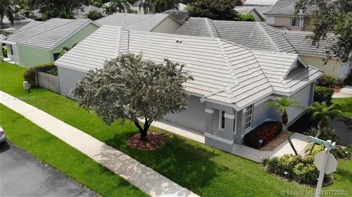 Photo of 2644 Pinewood Ct, Davie, FL 33328 (MLS # A10890103)
