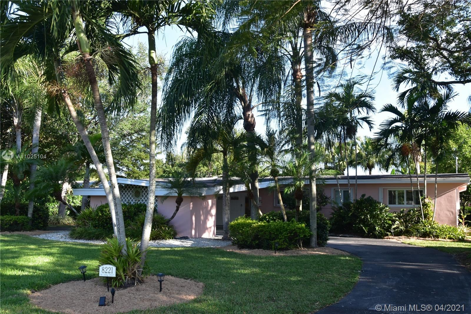 8221 SW 133rd St, Pinecrest, FL 33156 - #: A11025104