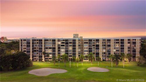 Foto de inmueble con direccion 16300 Golf Club Rd #517 Weston FL 33326 con MLS A10887115