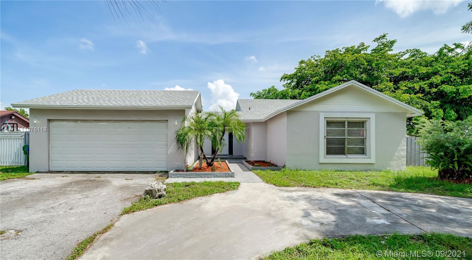 5921 NW 193rd St, Hialeah, FL 33015 - #: A11076118