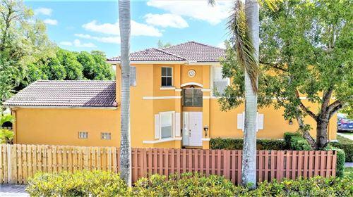 Foto de inmueble con direccion 15611 SW 112 Way Miami FL 33196 con MLS A10818120
