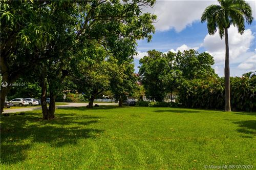 Photo of Listing MLS a10891121 in 6540 Manor Ln South Miami FL 33143
