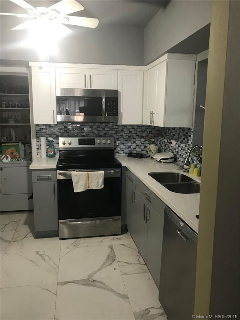 Photo 4 of Listing MLS a10647122 in 272 Shadow Way Miami Springs FL 33166