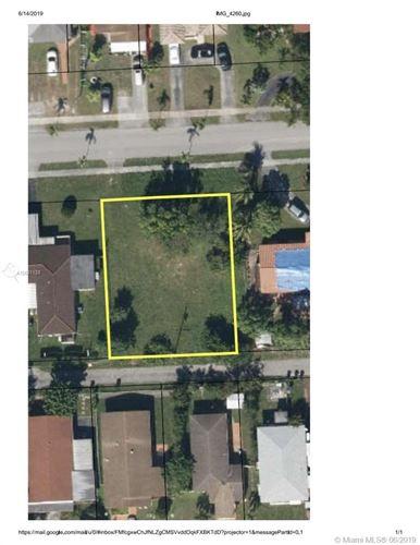 Foto de inmueble con direccion 1650 NE 170th St North Miami Beach FL 33162 con MLS A10691128