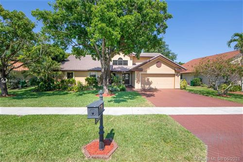 Photo of 1510 E Oak Knoll Cir, Davie, FL 33324 (MLS # A11047134)