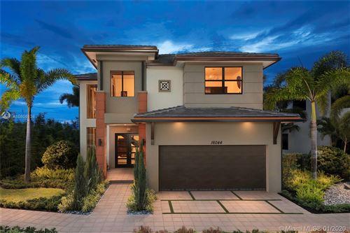 Foto de inmueble con direccion 8880 NW 161 TERR Miami Lakes FL 33018 con MLS A10808138