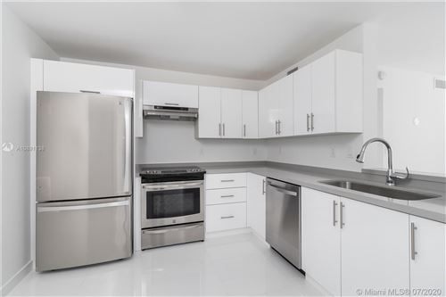 Photo of Listing MLS a10891138 in 3588 Collins Ave #506 Miami Beach FL 33140