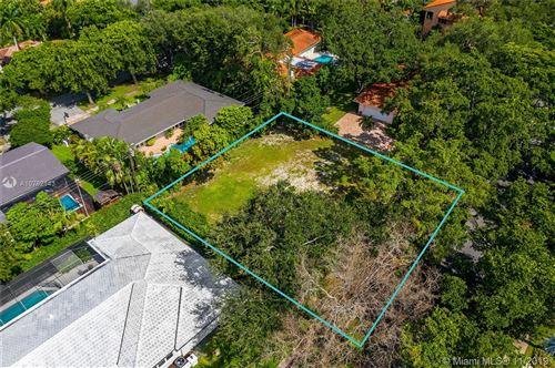 Foto de inmueble con direccion 931 Andora Ave Coral Gables FL 33146 con MLS A10762143