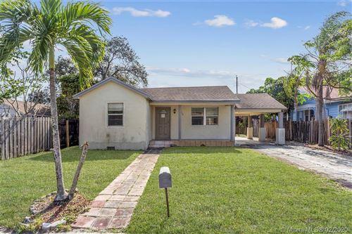 Foto de inmueble con direccion 710 W Lakewood Rd West Palm Beach FL 33405 con MLS A10815147
