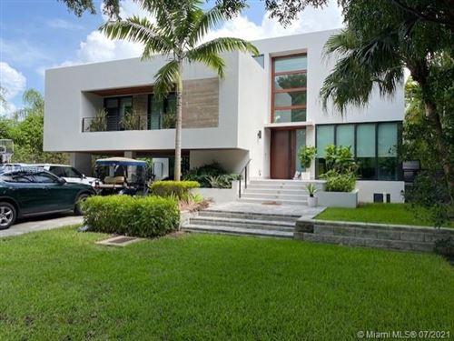 Photo of 104 W Mashta Dr, Key Biscayne, FL 33149 (MLS # A11066149)