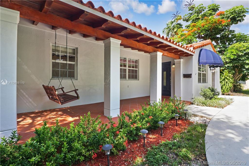 Photo of 442 Cadagua Ave, Coral Gables, FL 33146 (MLS # A10698149)