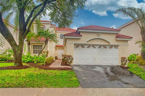 Photo of 1220 Bayview Cir, Weston, FL 33326 (MLS # A10864157)