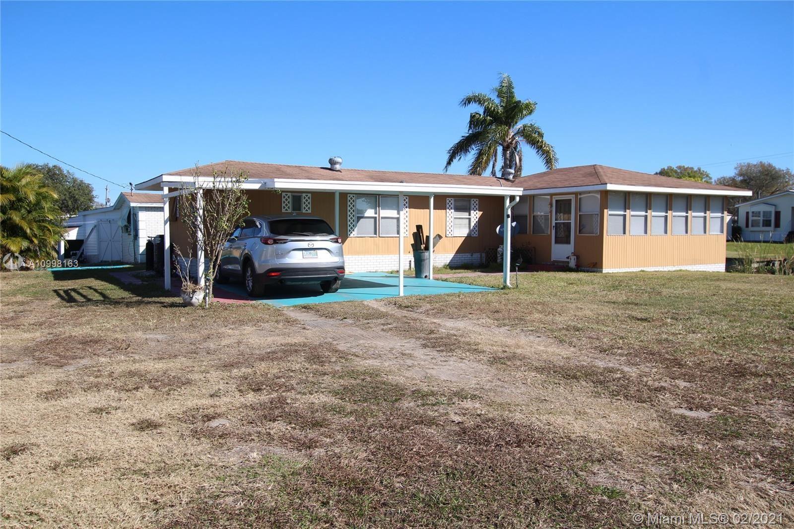 1041 Lake Circle, Okeechobee, FL 34974 - #: A10998163