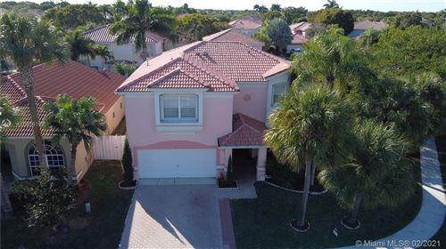 Photo of 51 Gables Blvd, Weston, FL 33326 (MLS # A10976169)