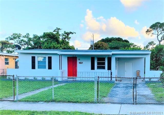 Photo of 1135 Chateau Park Dr, Fort Lauderdale, FL 33311 (MLS # A11072169)